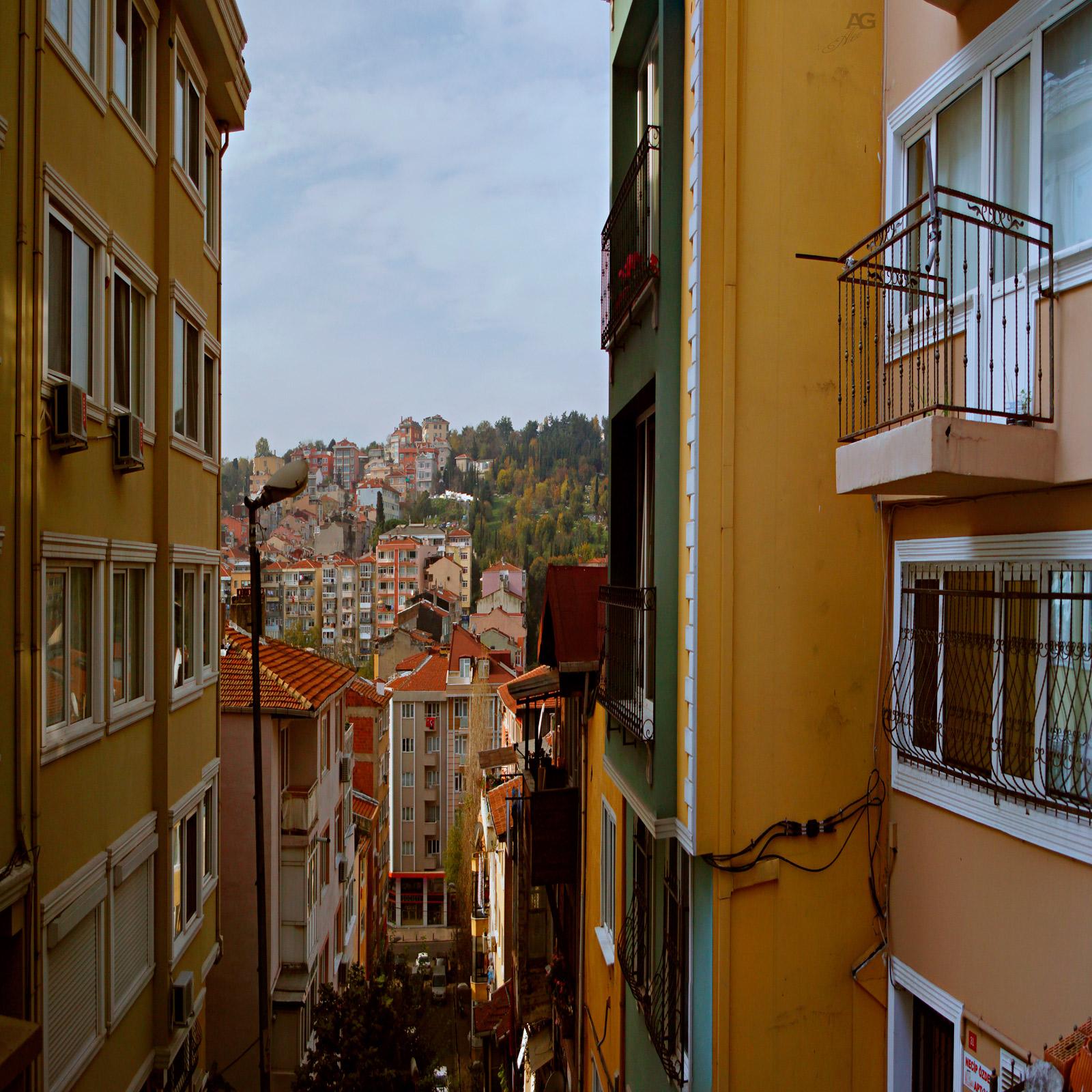 IstanbulNarrowStreetWithAViewDown_squished_1600
