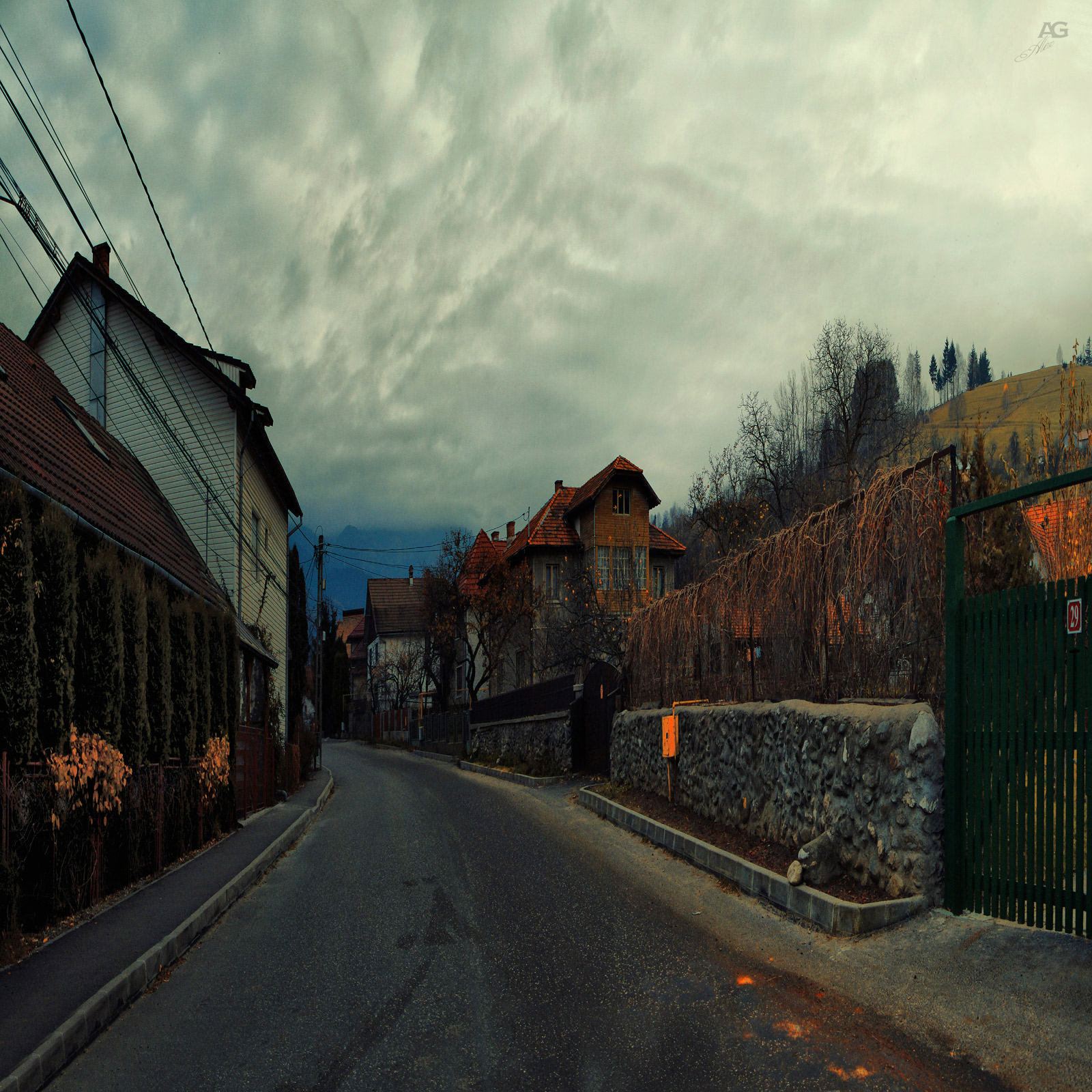 romania_bran_Street_squished_1600