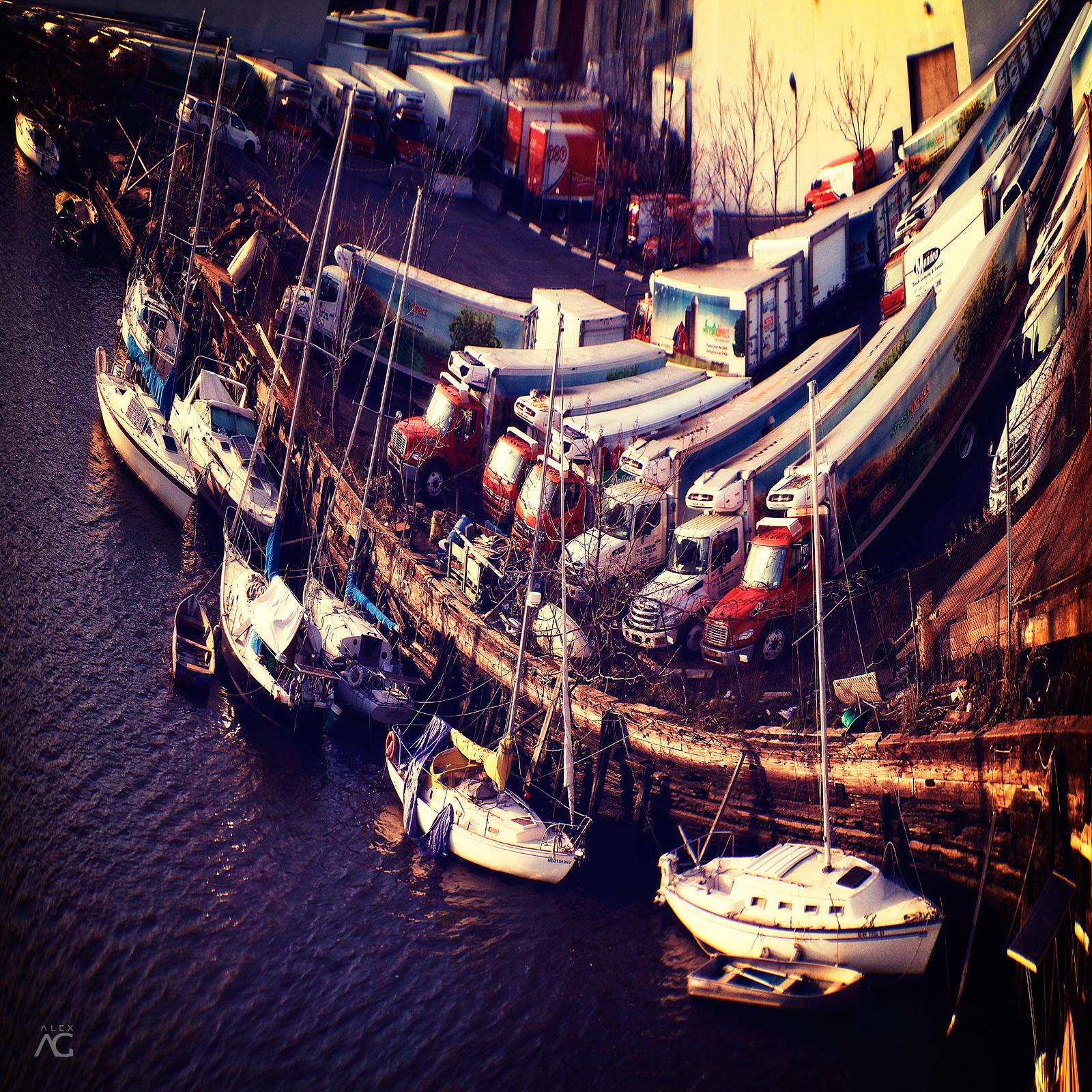 BoatsNearKoztuschkoBridge_warped_1600