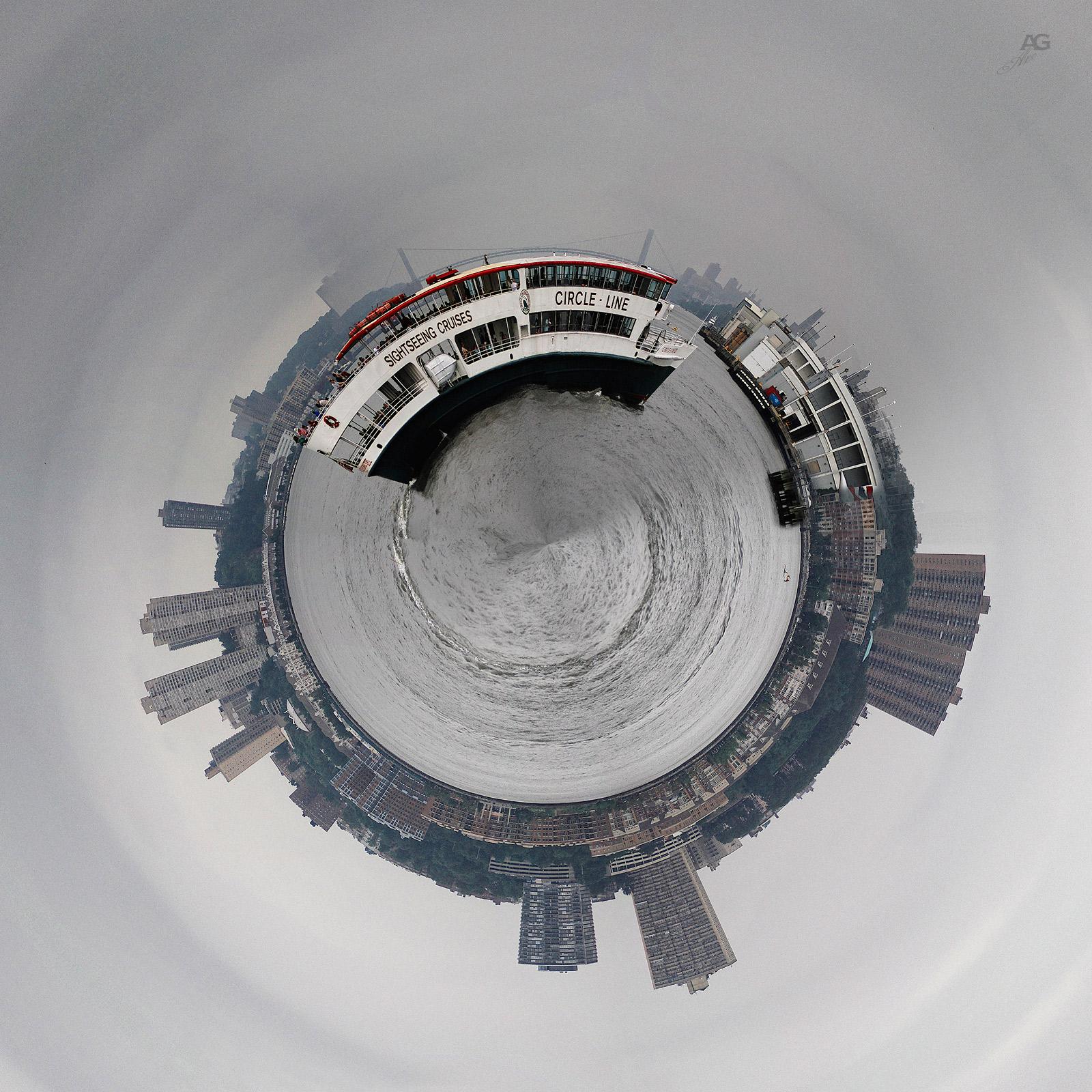 CircleLineBoatOnHudson_POLAR_1600