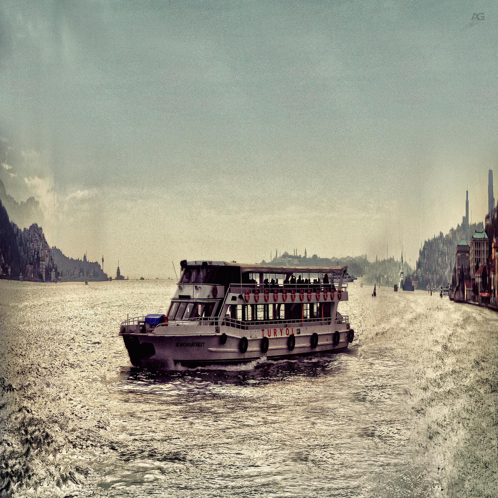 Istanbul_MistOverBOsforusAndShip_variablySquished_1600