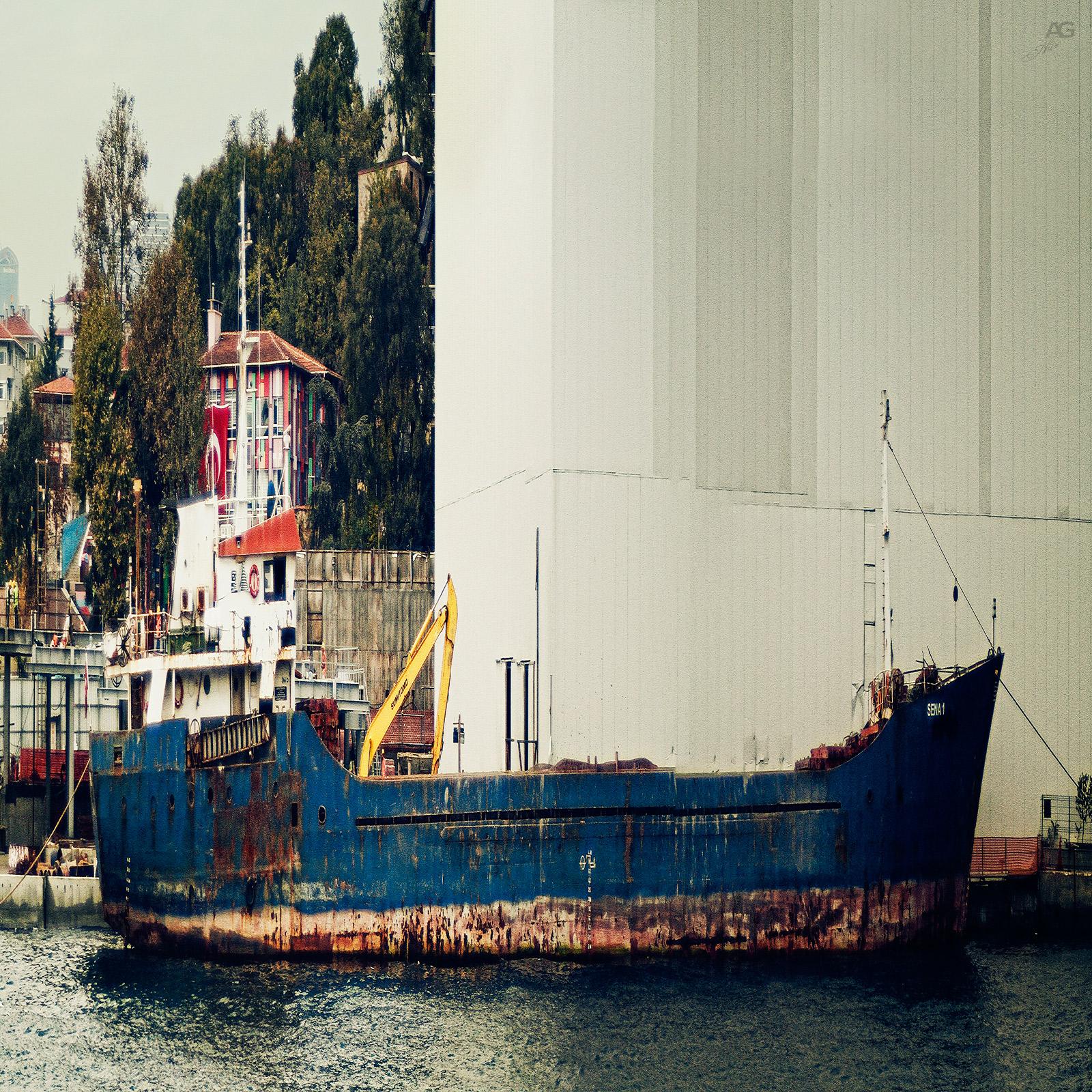 Istanbul_OldCommercialShipUnderGoldenGateBridge_squished_1600