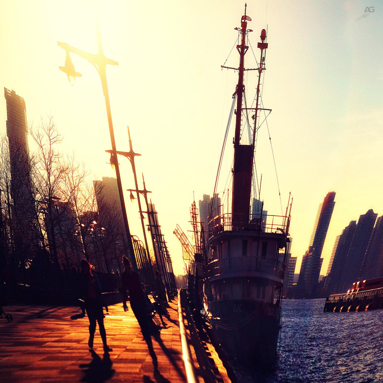 ShipAgainstTheSunOnHudson_warp_1600