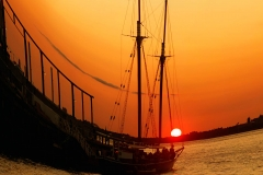BoatByThePierInHudsonSunset_warped_1600