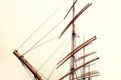 PekingTallShipManhattnOnAFoggyDayFromBelow_slightlySquished_1600