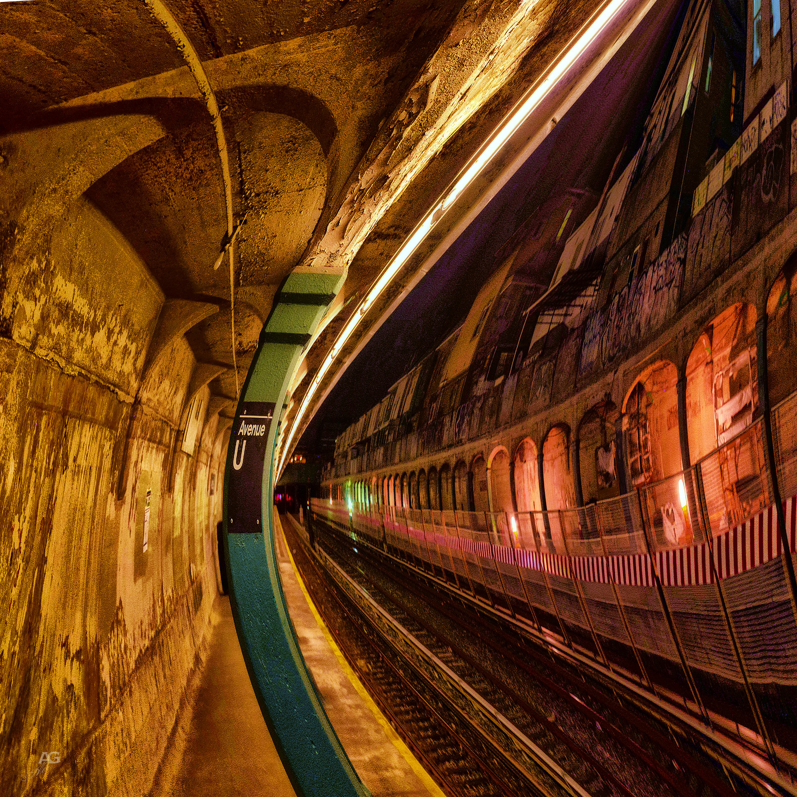 AveUOnNTrainSubwayBeforeRestoration_warped_1600