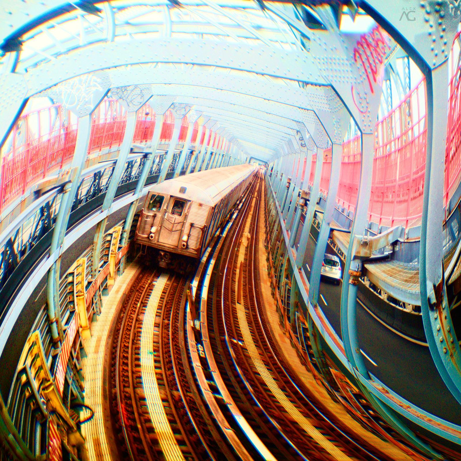 TrainPathOnWIlliamsburgBridgeFromAbove_Romanika_warped