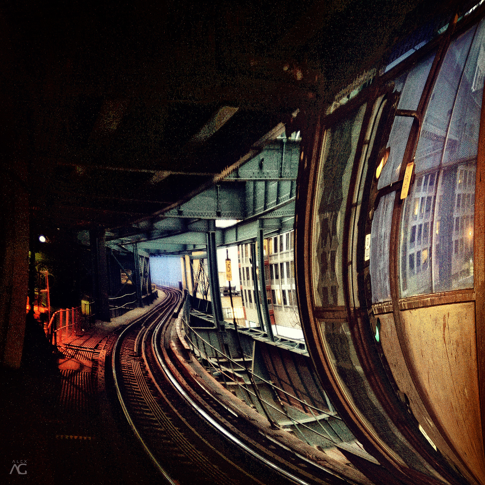 TrainTunnelOnQueensboroughStation_warped_1600