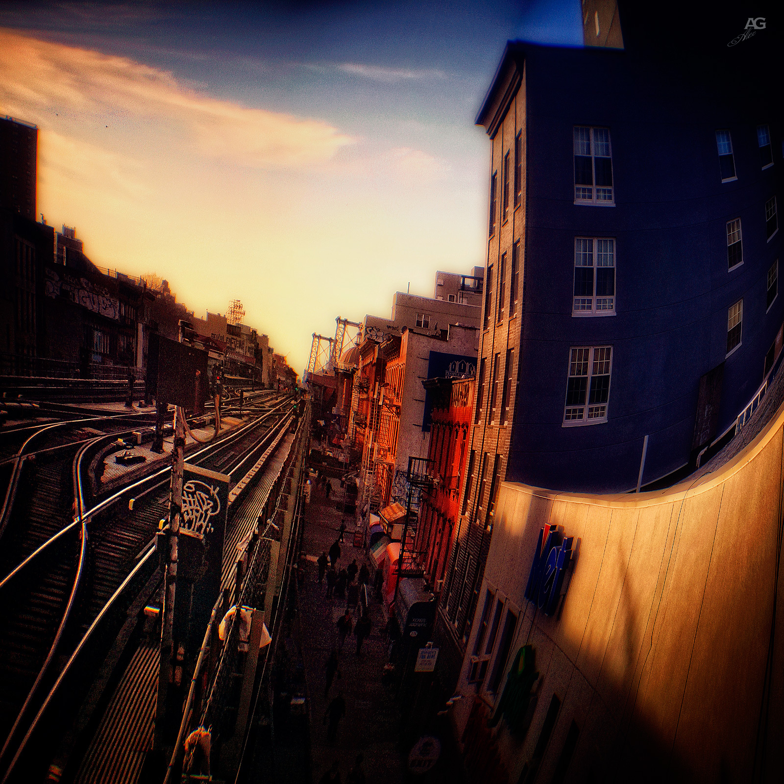 ViewOfTheElevatedTrainAndParallelStreetInWilliamsburg_ROmanika_warped_1600