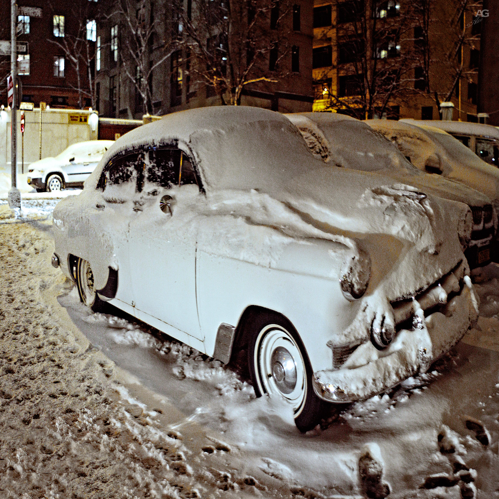 OldCarUnderTheSnowNight_squished_1600