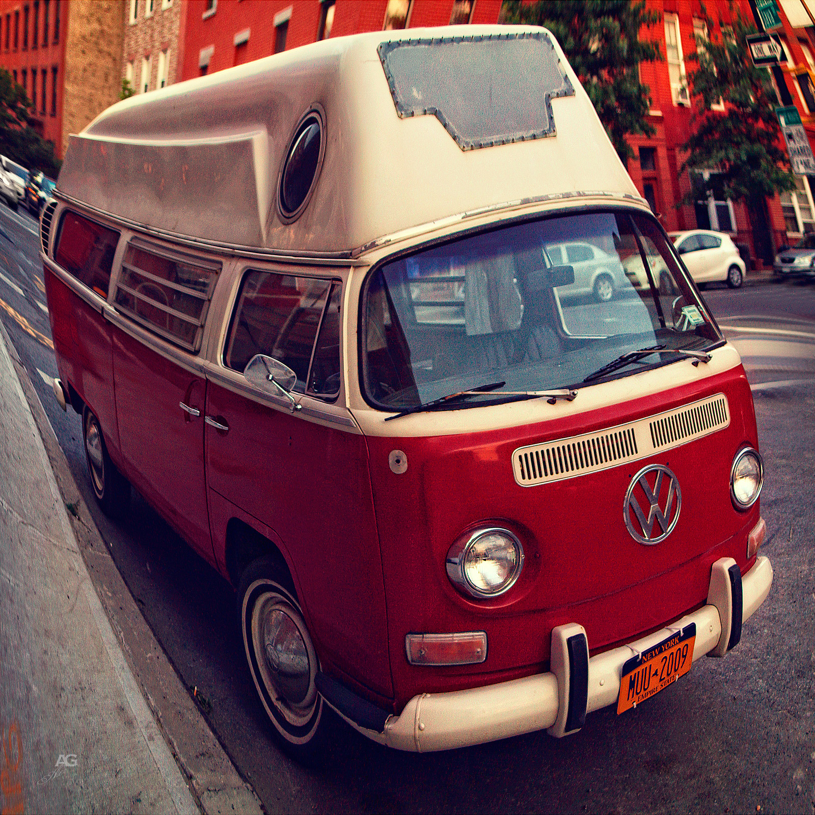 VintageHippieWolkswagenRedBusGreenpoint_warped_1600