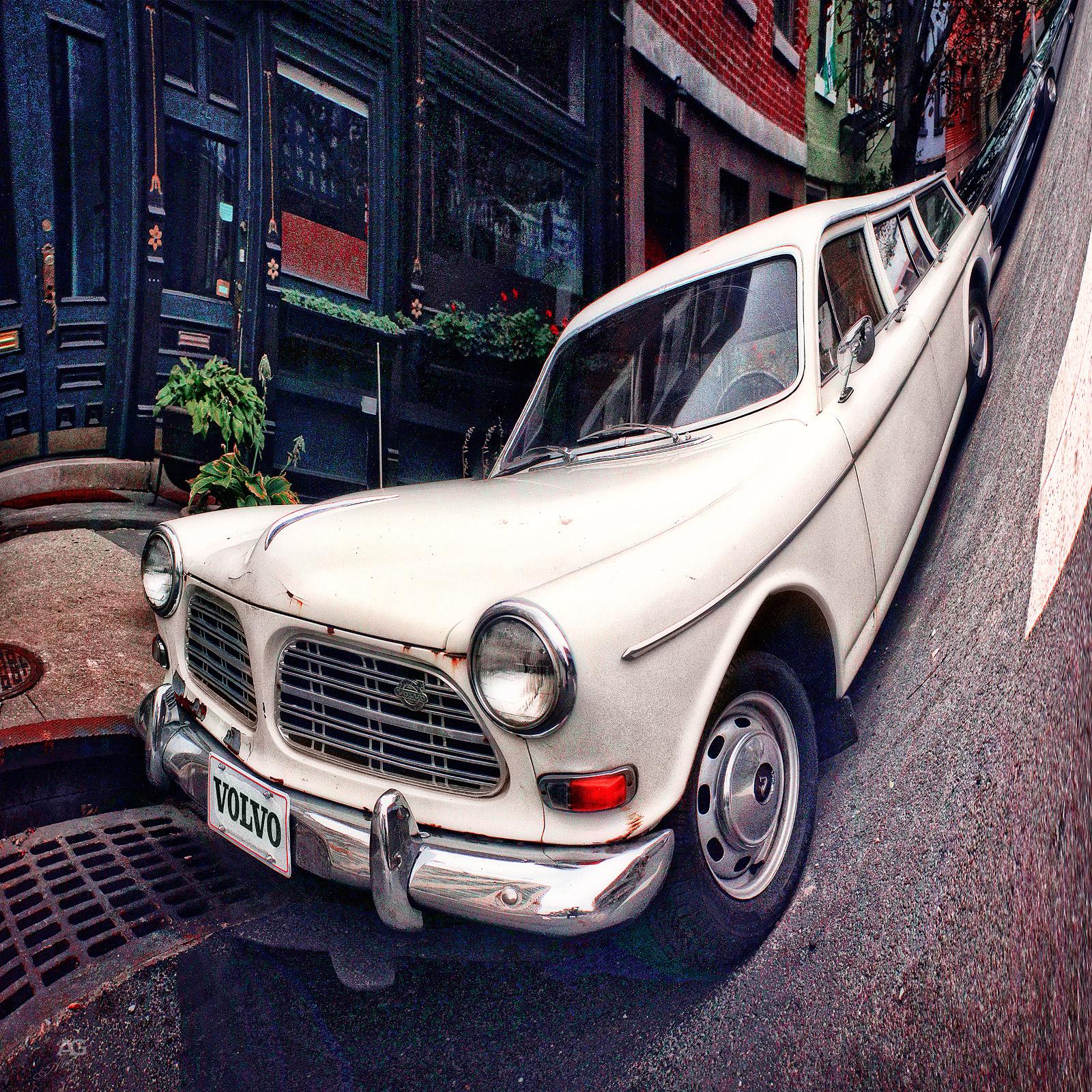 VintageWhiteVolvoInDowntownBrooklyn_warped