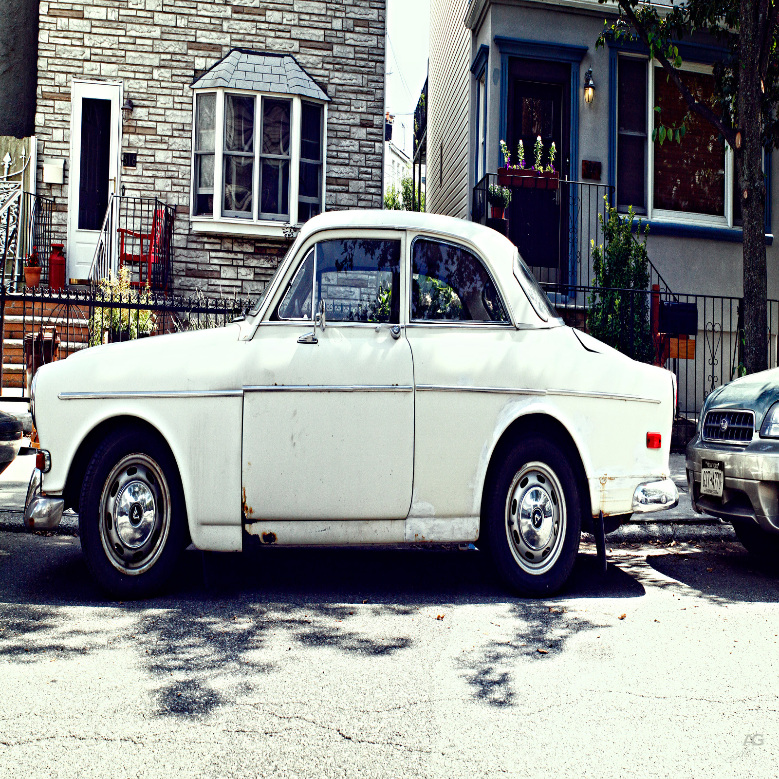whiteVolvoCarFrom70sInBrooklynSideView_squished_1600