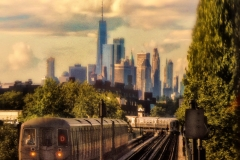 TrainsAndManhattanDowntownBehindFromFTrainPlatform_warped_1600